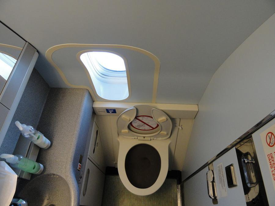 How to Clean an Airplane Restroom Quickly and Thoroughly